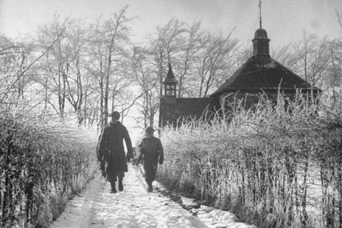 1st Army GIs on patrol, looking for German paratroopers among frost-covered hedges during the Battle of the Bulge. (Photo by George Silk//Time Life Pictures/Getty Images) 1st Army GIs on patrol, looking for German paratroopers among frost-covered hedges during the Battle of the Bulge. (Photo by George Silk//Time Life Pictures)